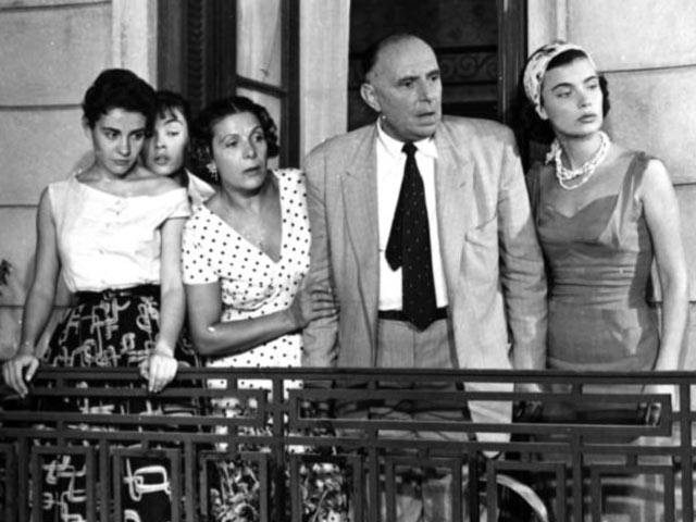 http://www.classicgreekcinema.com/wp-content/gallery/i-theia-ap-to-sikago/14.jpg